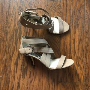 Michael Michael Kors Grey Heels size 8